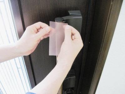 入口ドア銅入り抗菌フィルム貼り付け